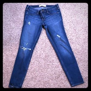 Hollister Ripped Jeans Size 9r (29Wx29L)